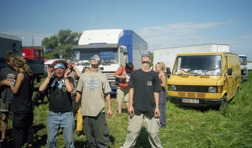 Build up to the eclipse, Solar Eclipse free party, Hungary 1999 © Seana Gavin