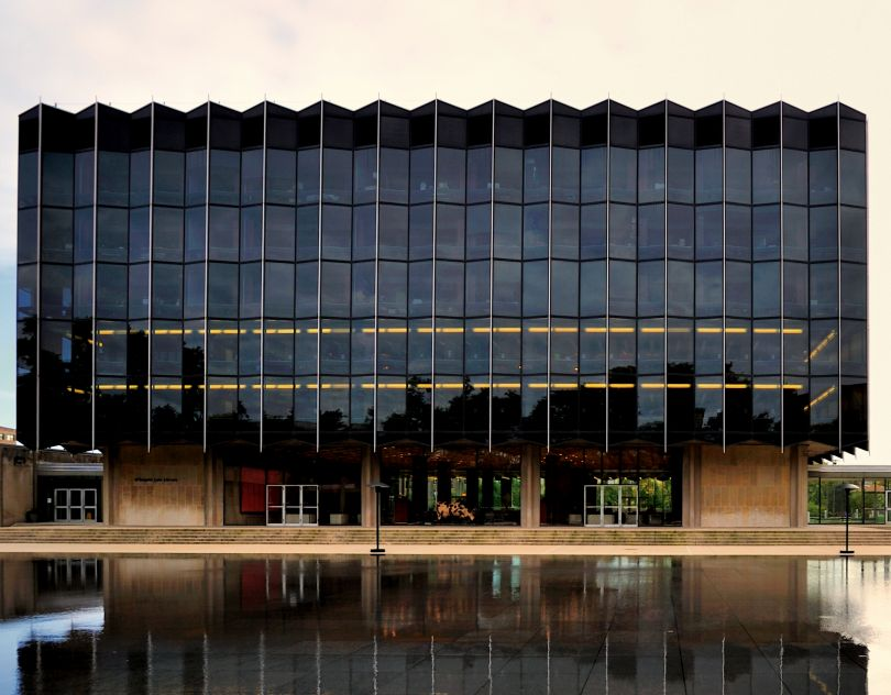 D'Angelo Law Library at the University of Chicago Law School, Chicago, Illinois, USA, 1959, Eero Saarinen. Picture credit: Bruce Leighty (page 76)