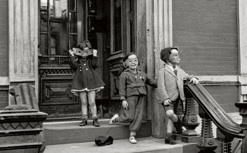 Helen Levitt, New York, 1940 Albertina, Vienna. Permanent loan of the Austrian Ludwig Foundation for Art and Science © Film Documents LLC / courtesy Galerie Thomas Zander, Cologne