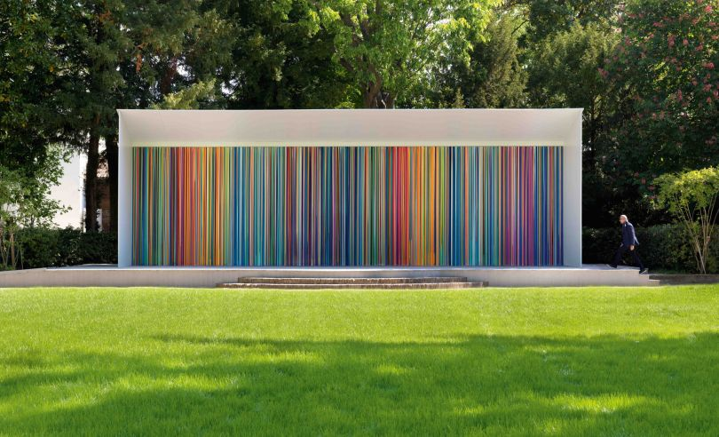 Ian Davenport Giardini Colourfall 2017 3.8 x 14 m Photo credit: Todd White Art Photography Exhibited: Swatch Pavilion, 57th Venice Biennale 2017×1400 cm
