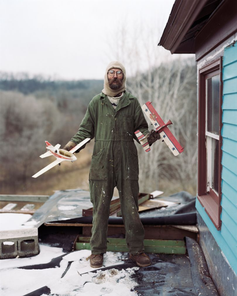 Alec Soth, Charles, Vasa, Minnesota 2002, from the series: Sleeping by the Mississippi © Alec Soth / Magnum Photos