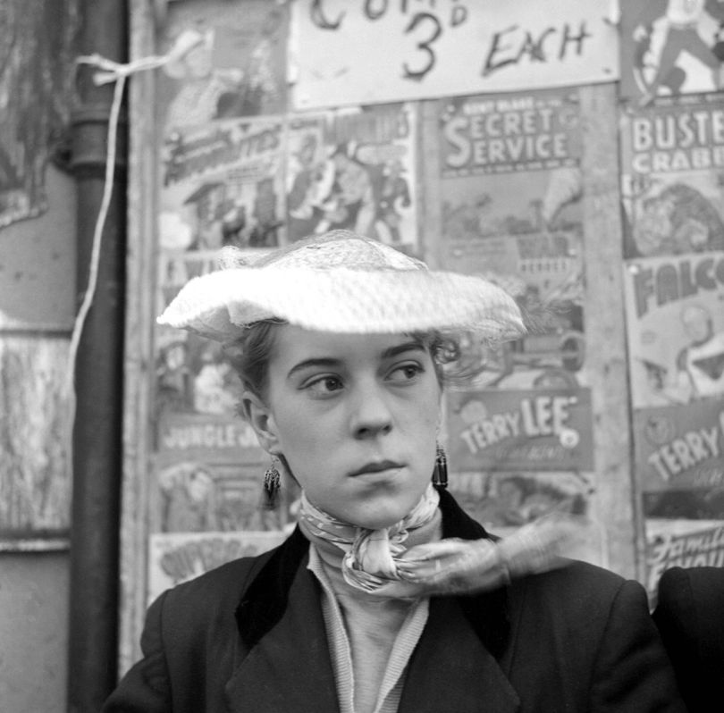 Iris Thornton of Plaistow in front of a comic stall January 1955 © Ken Russell / Topfoto.co.uk