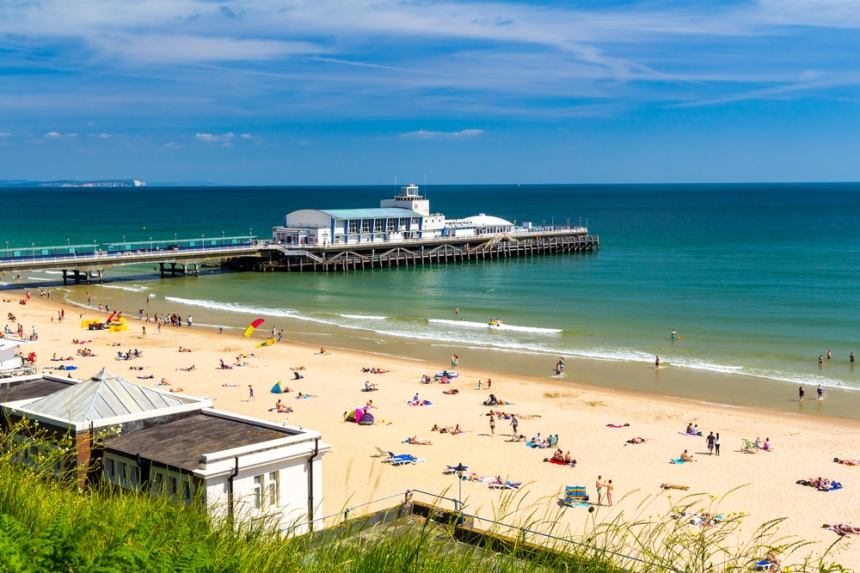 Bournemouth's beautiful beach / Shutterstock.com