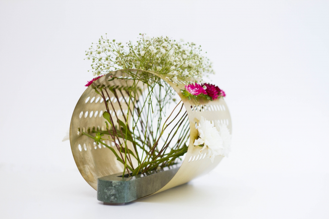 183 & Japanese Ikebana-inspired vases that create unique floral ...