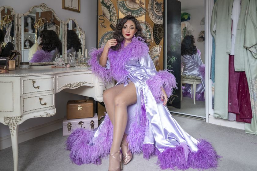 Jolie, burlesque artist
