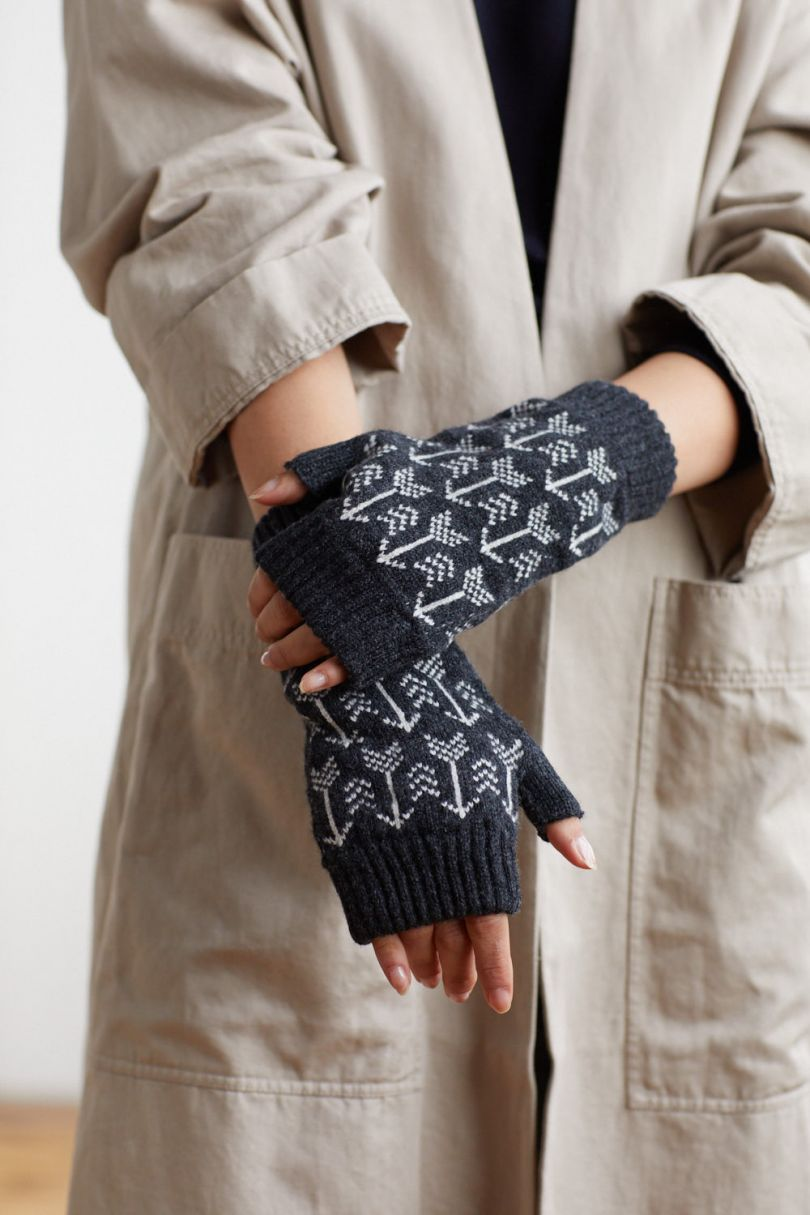 Arrow mittens in charcoal and ecru by Hilary Grant