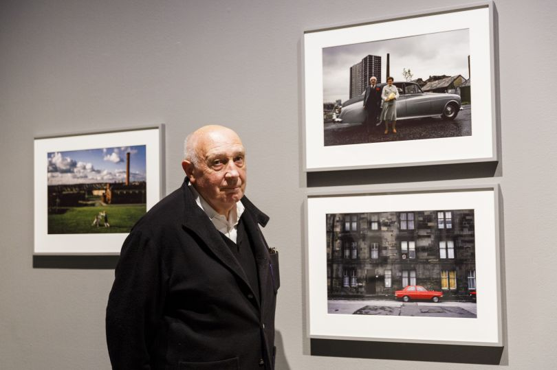 Photographer Raymond Depardon with his work - Barbican Art Gallery, London - © Tristan Fewings/ Getty Images