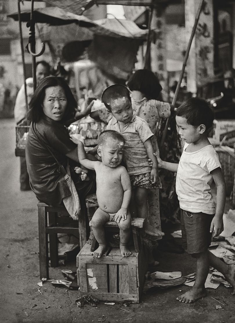 Fan Ho 'Five Little Ones(五個小孩的母親)' Hong Kong 1950s and 60s, courtesy of Blue Lotus Gallery