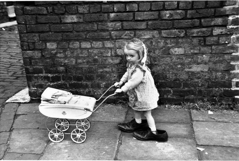 Manchester, 1966, Shirley Baker © Estate of Shirley Baker / Mary Evans Picture Library