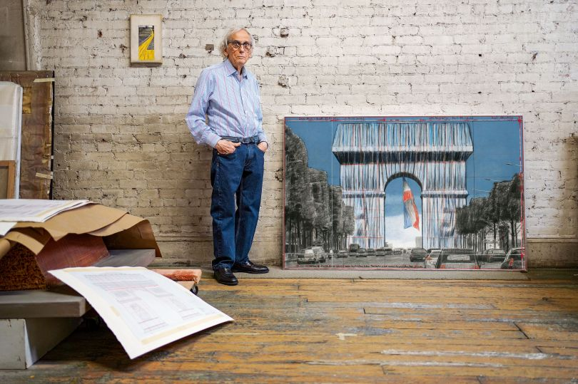 January 2020, New York City, Christo in his studio, with the large drawing L'Arc de Triomphe, Wrapped, (Project for Paris) Place de l'Etoile – Charles de Gaulle. Photo: © Wolfgang Volz