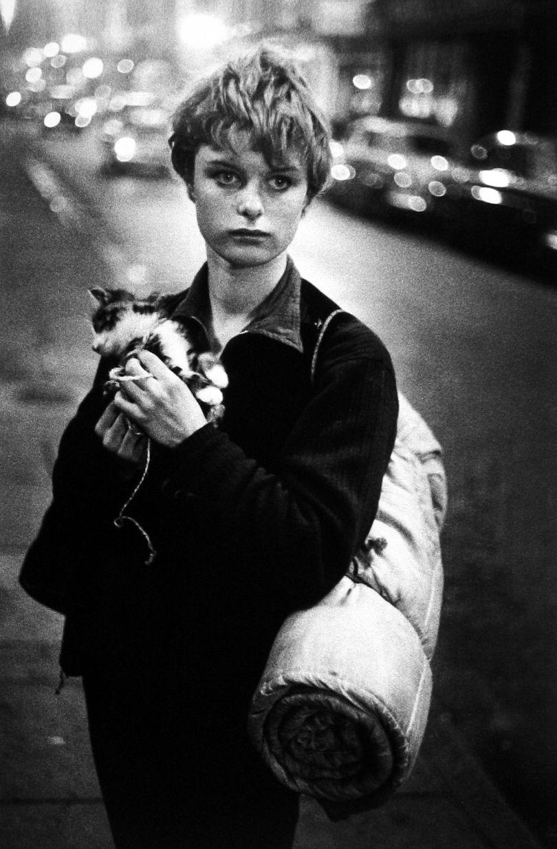 Girl holding kitten, London 1960 © Bruce Davidson / Magnum Photos courtesy Howard Greenberg Gallery / Huxley Parlour Gallery