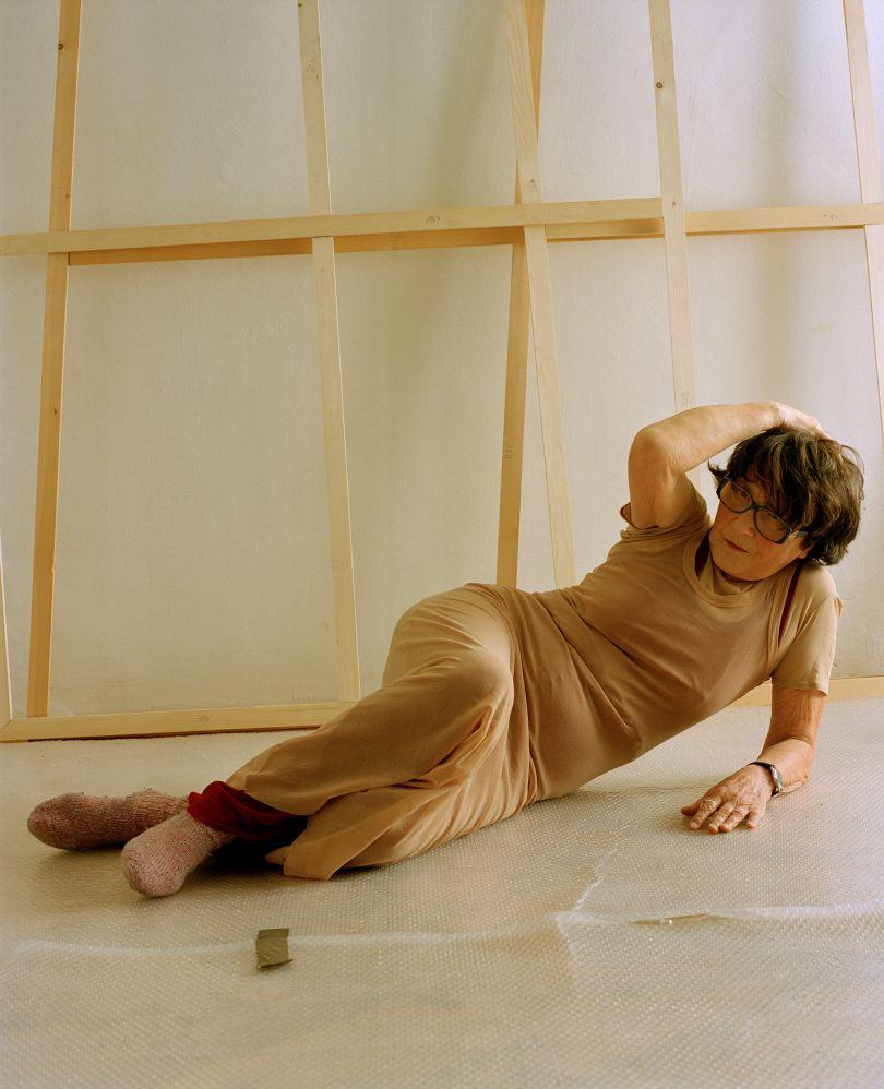 Maria Lassnig, Vienna, 2000. © Elfie Semotan. Courtesy Galerie Gisela Capitain, Cologne