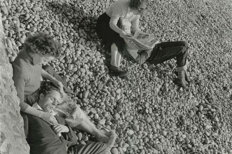 Couples on beach, Brighton, 1960 © Bruce Davidson / Magnum Photos courtesy Howard Greenberg Gallery / Huxley Parlour Gallery