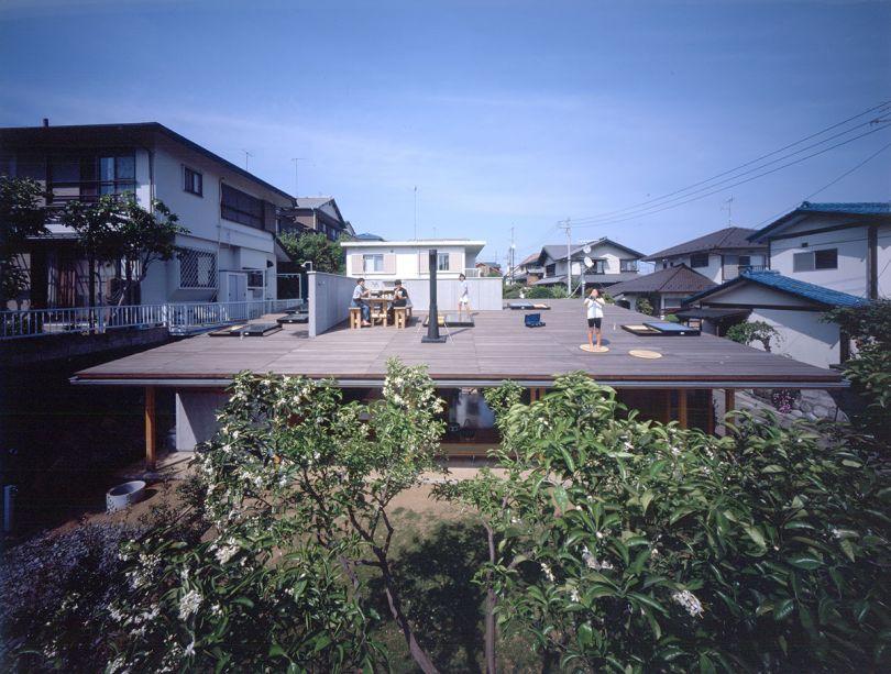 Tezuka Architects (Takaharu + Yui Tezuka) Roof House, 2001 © Katsuhisa Kida/FOTOTECA