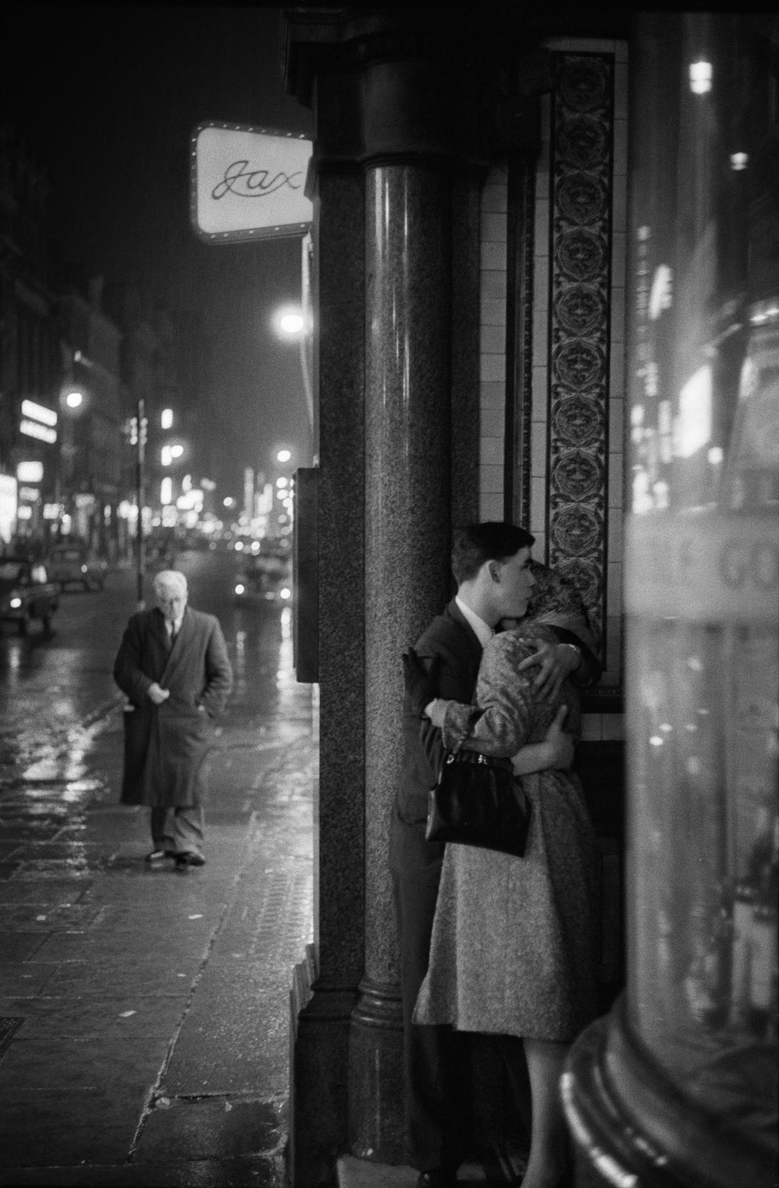 Oxford Street, London 1960 © Philip Jones Griffiths / Magnum Photos