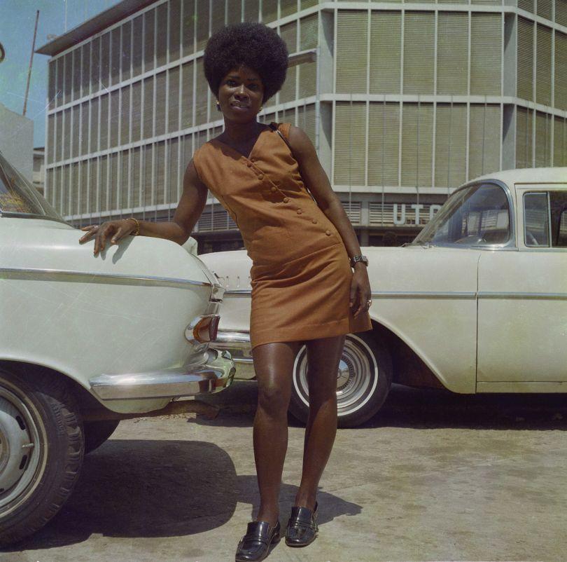 Accra, 1971 A shop assistant at the Sick-Hagemeyer store ©James Barnor Courtesy of Galerie Clémentine de la Féronnière