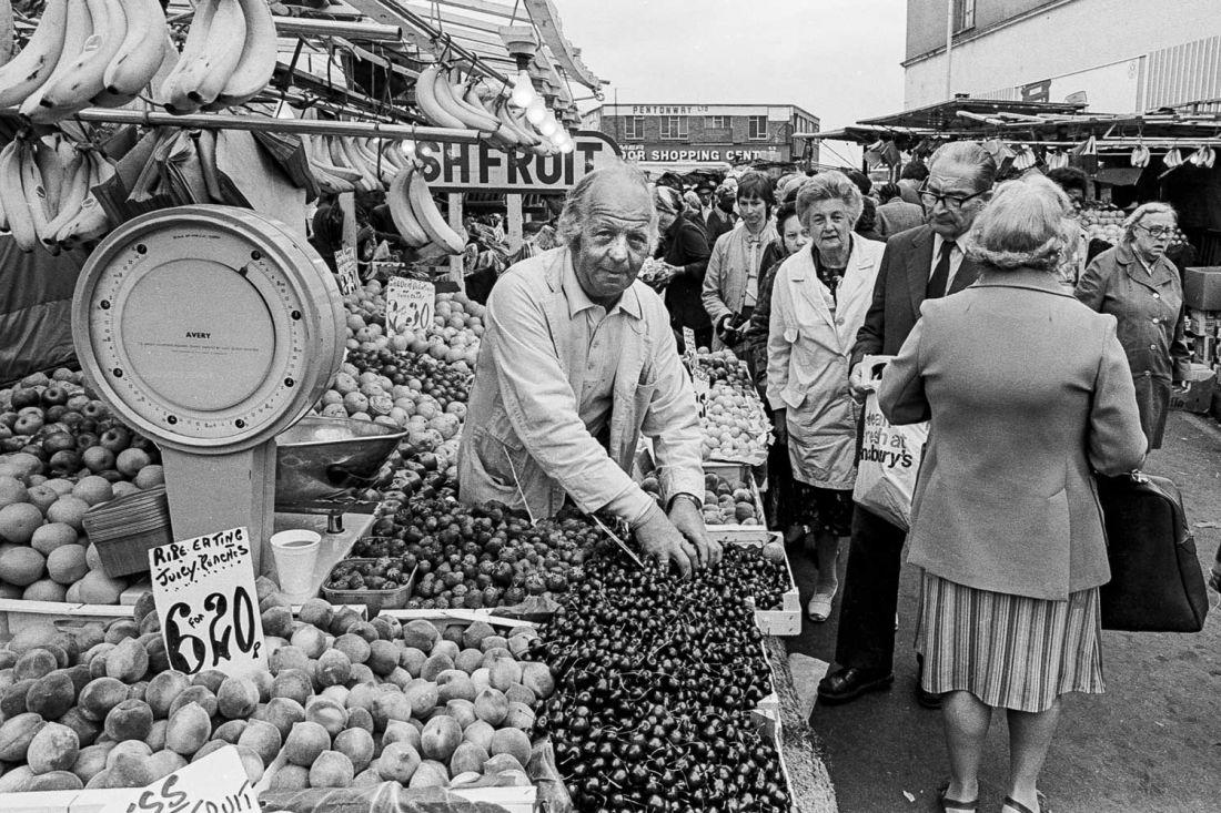 Ridley Road Market, 1981 © Neil Martinson