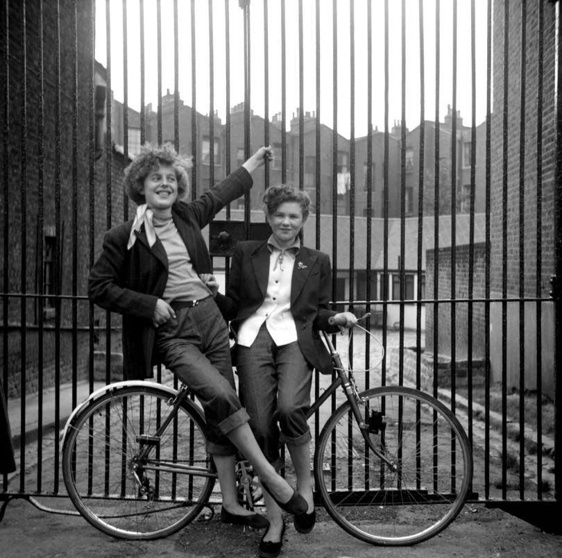 Elsie Hendon (15) and Jean Rayner (14) outside the Seven Feathers Club, where they did the popular Ted dance, The Creep © Ken Russell / Topfoto.co.uk