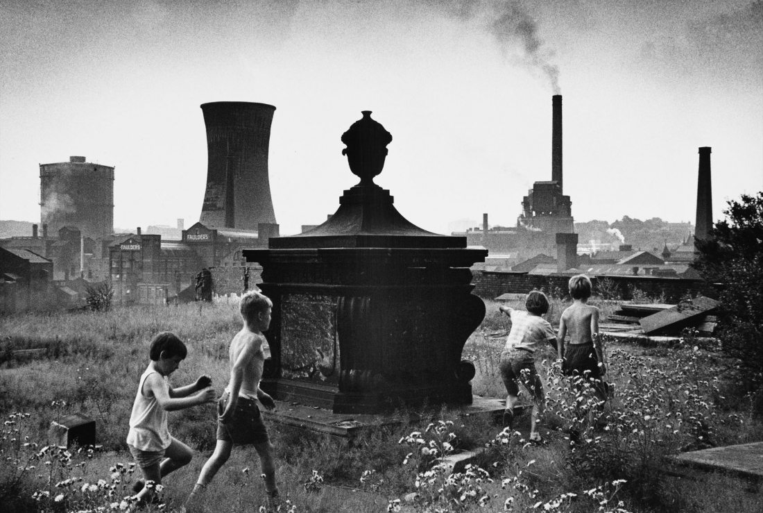 Shirley Baker Stockport 1967 © Estate of Shirley Baker, Courtesy of The Photographers' Gallery
