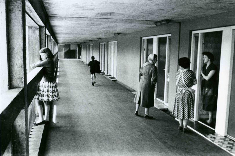 Roger Mayne, Park Hill Estate, Sheffield, 1961 © Roger Mayne Archive / Mary Evans Picture Library