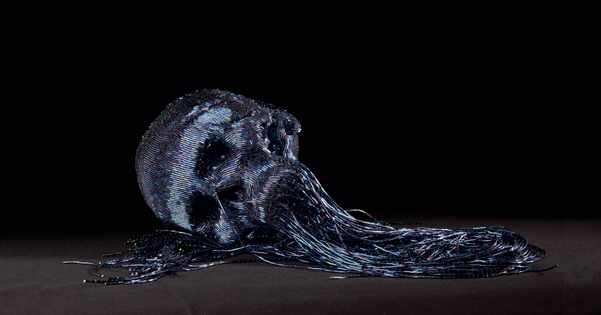 Jim Skull, Untitled, 2009, papier maché, perles de verre 1930, 90 cm, Photo C.Lebedinsky