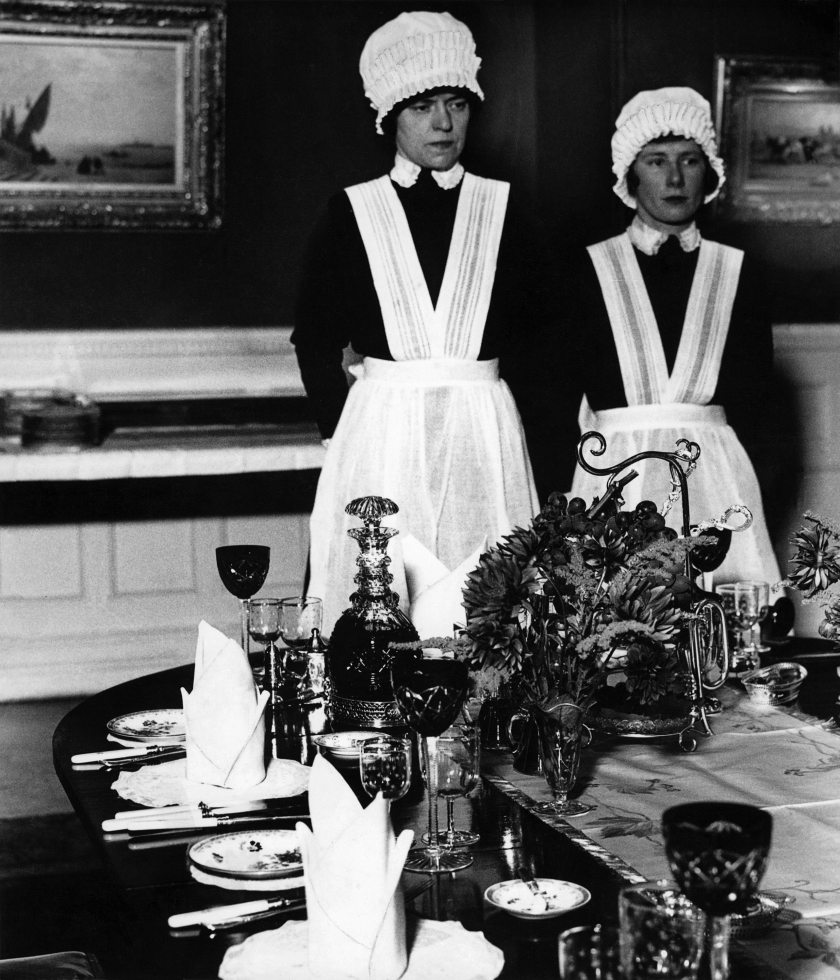 Parloumaid and Under-Parlourmaid ready to serve dinner, 1936 © Bill Brandt