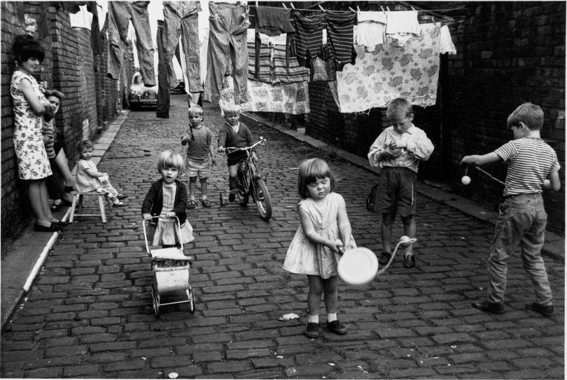 Chorlton-on-Medlock, Manchester, 1966, Shirley Baker © Estate of Shirley Baker / Mary Evans Picture Library