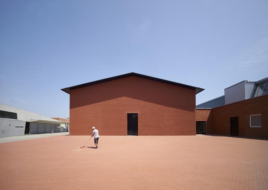 Photographer: Julien Lanoo Vitra Shaudepot, Weil am Rhein, Germany  Architect: Herzog & de Meuron