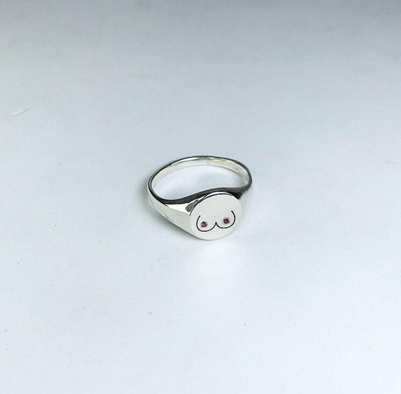 Boob signet ring by [Ella Bull](https://www.ellabull.com/shop/sa3tukzaykcfkpsnbcggdda3t9eoy7). Priced at £195