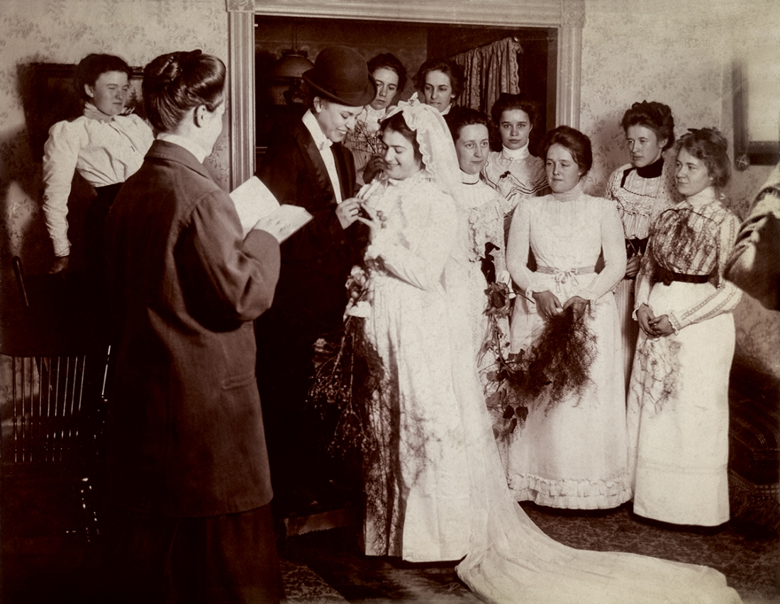 Mock wedding, United States, circa 1900. © Sebastian Lifshitz Collection Courtesy of Sebastian Lifshitz and The Photographers' Gallery