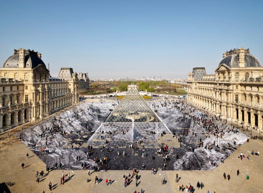JR au Louvre, Paris, 2019 © JR