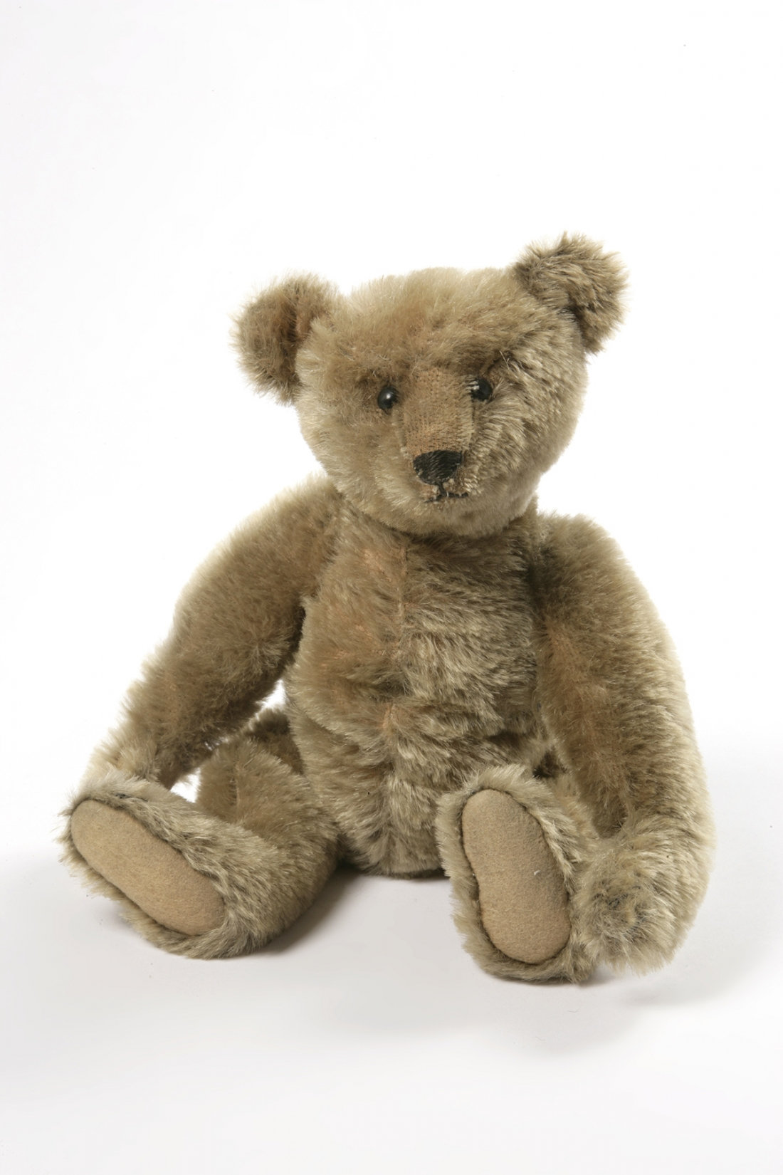 Teddy Bear manufactured by Margarete Steiff ca. 1906-1910. Stuffed and sewn mohair plush. Bequeathed by Miss Z. N. Ziegler. (c) Victoria and Albert Museum, London