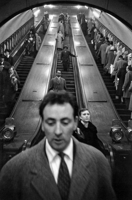 Sergio Larrain - London. Baker Street underground station. 1958-1959. © Sergio Larrain / Magnum Photos