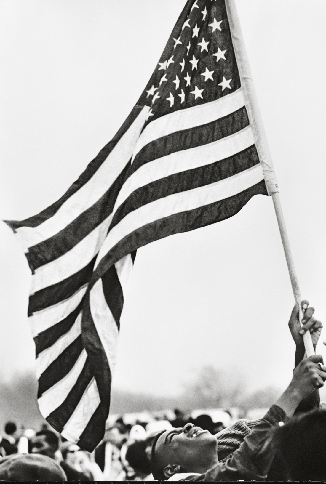 Selma March, Flag, 1965. © Steve Schapiro, courtesy Howard Greenberg Gallery, New York