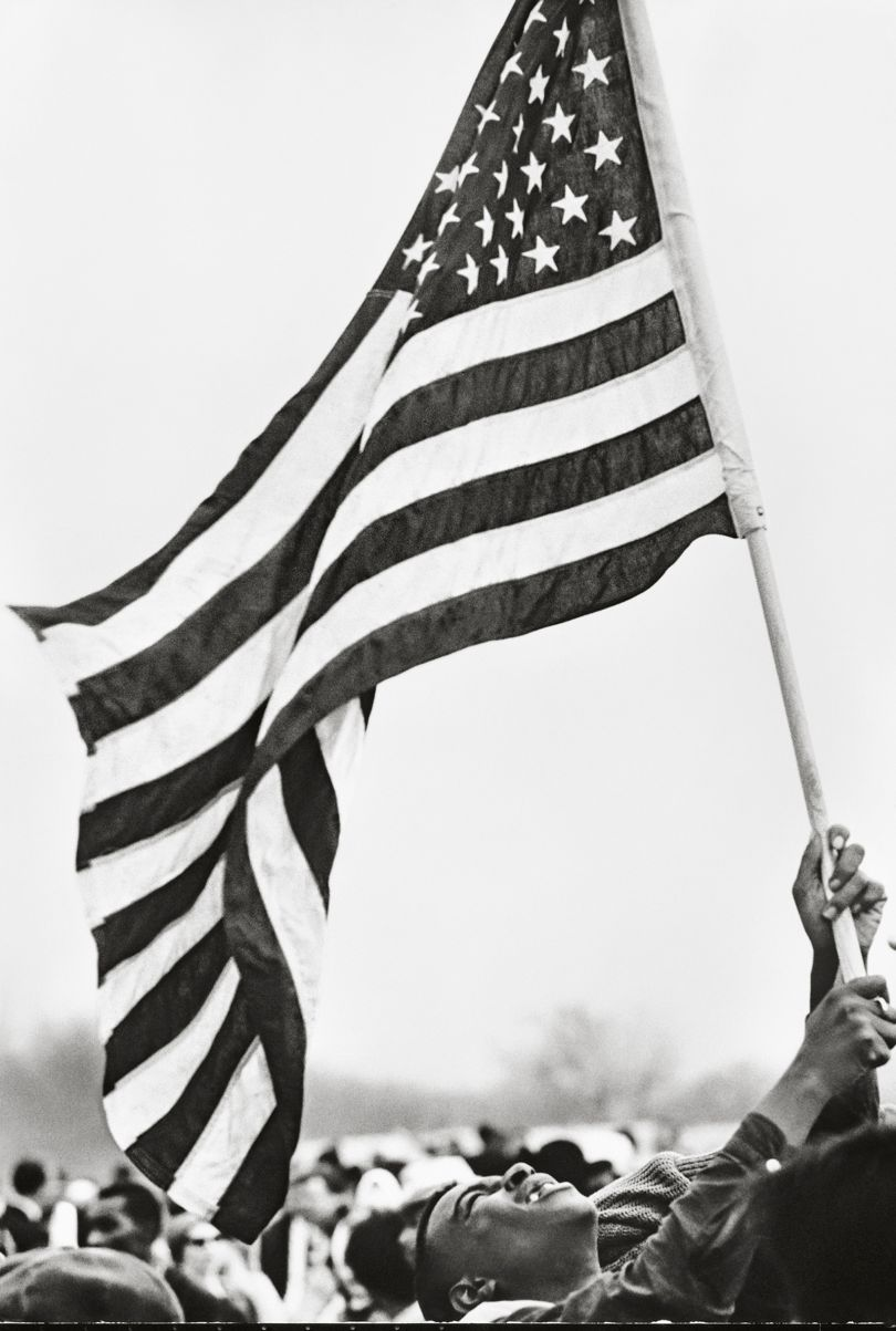 Selma March, Flag, 1965. © Steve Schapiro, courtesy Howard Greenberg Gallery, New York