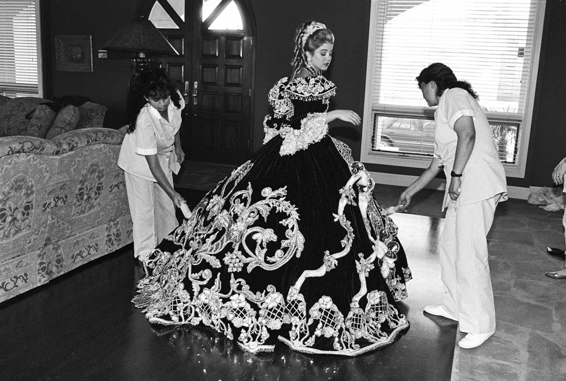 Laura Wilson, Debutante and her maids, Laredo, Texas February 18, 1994