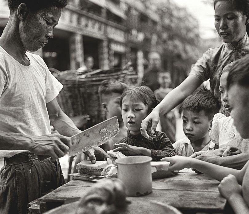 Fan Ho 'Can't Wait(貪嘴)' Hong Kong 1950s and 60s, courtesy of Blue Lotus Gallery