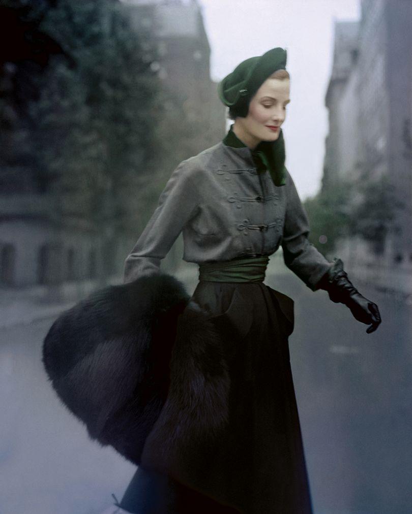 'Travel in Style', Wenda Parkinson, Paris, 1949, Norman Parkinson © Norman Parkinson / Iconic Images