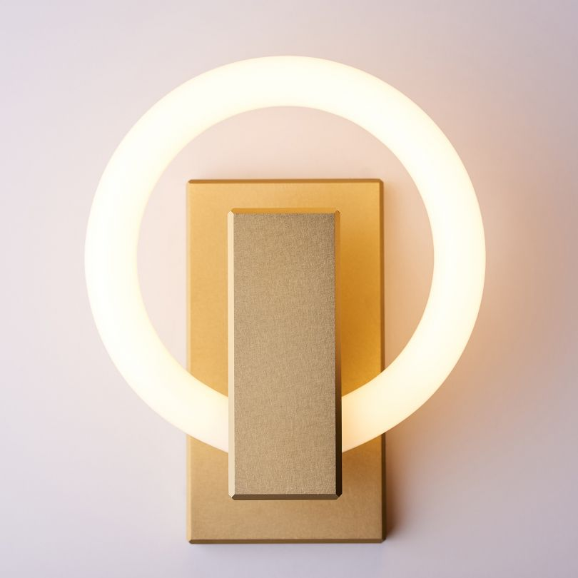 Olah Light by Maurice Dery and Jordan Dery. Winner in the Lighting Products and Lighting Projects Design Category, 2018-2019.