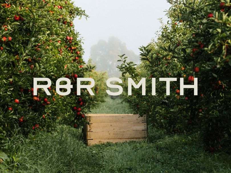R&R Smith Apples Logotype and hero graphic (2020) | Direction & Design: Megan Perkins | Photo: Sam Shelley