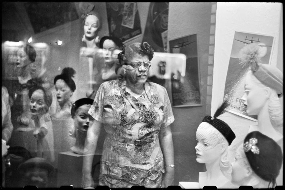 Downtown hat shop window, Pittsburgh September 1950 © Elliott Erwitt / Magnum Photos Courtesy: Carnegie Library of Pittsburgh