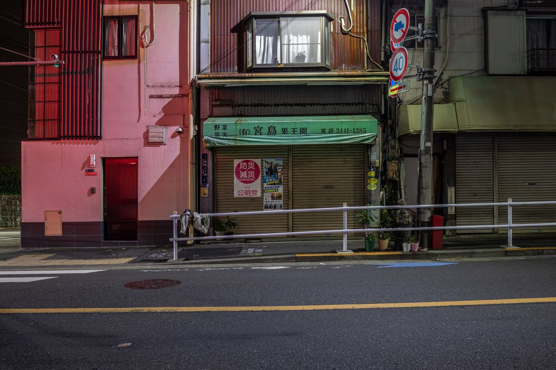 Photographs by Robert Götzfried reveal the surprising quiet of Tokyo at night