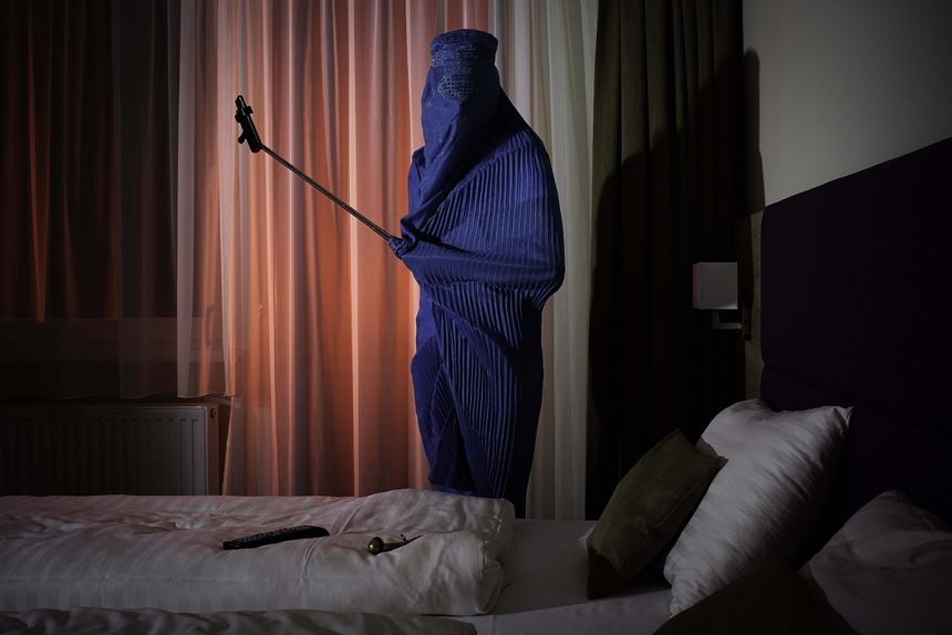 The Selfie Project - Kristoffer Eliassen. (Professional Staged)