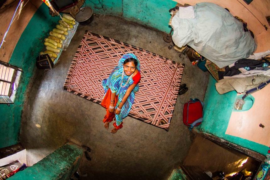 Asha, housewife in Bamansemilya, India - room #348