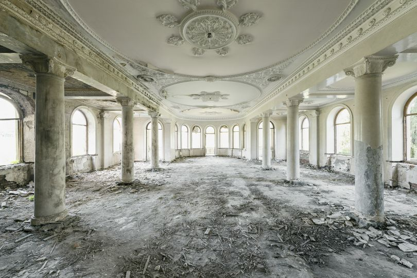 Roman columns and an ornate ceiling decorate this dining hall inside a former sanatorium. Salvageable objects like parquet floors, statues and metals have long been vanished. Tskaltubo, Georgia. © Reginald Van de Velde