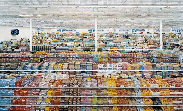 Andreas Gursky 99 Cent II, 1999/2009 C-Print, diasec 207 x 325 x 6.2cm © Andreas Gursky/DACS, 2017 Courtesy: Sprüth Magers
