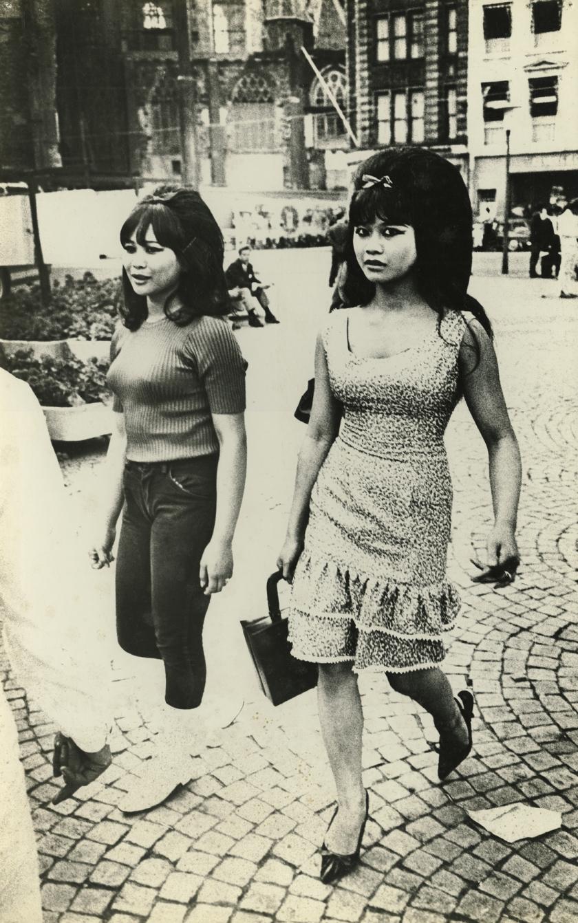 Damplatz, Amsterdam, 1966. All images copyright Ed van der Elsken, courtesy of Howard Greenberg Gallery, New York
