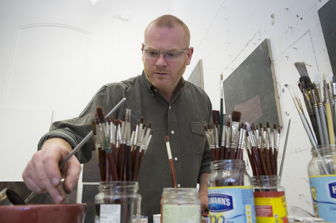 George Shaw with brushes in studio (close up) © Courtesy: The Artist and Wilkinson Gallery, London / photo The National Gallery, London