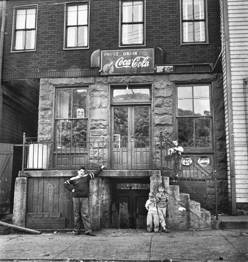 Boundary Street, Pittsburgh 1950 © Elliott Erwitt Courtesy: Carnegie Library of Pittsburgh