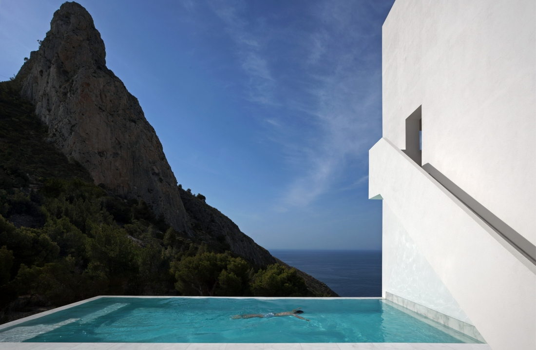 Diego Opazo House on the cliff ©_Architecture- FRAN SILVESTRE ARQUITECTOS